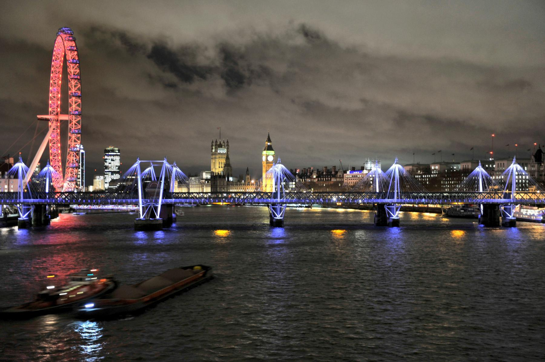 Photo Vue nocturne sur la Tamise • Londres