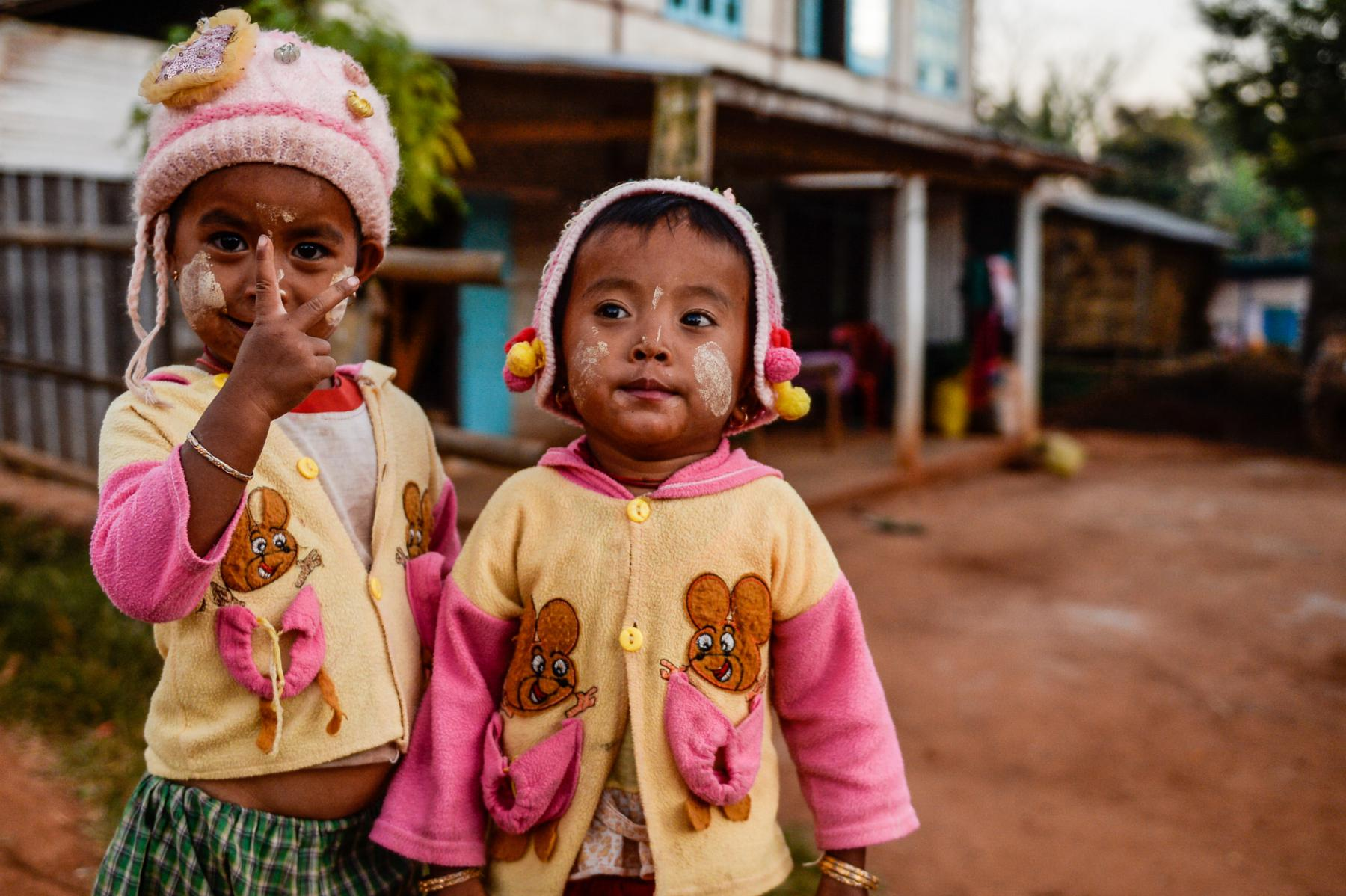 Photo Enfants dans un village • Myanmar