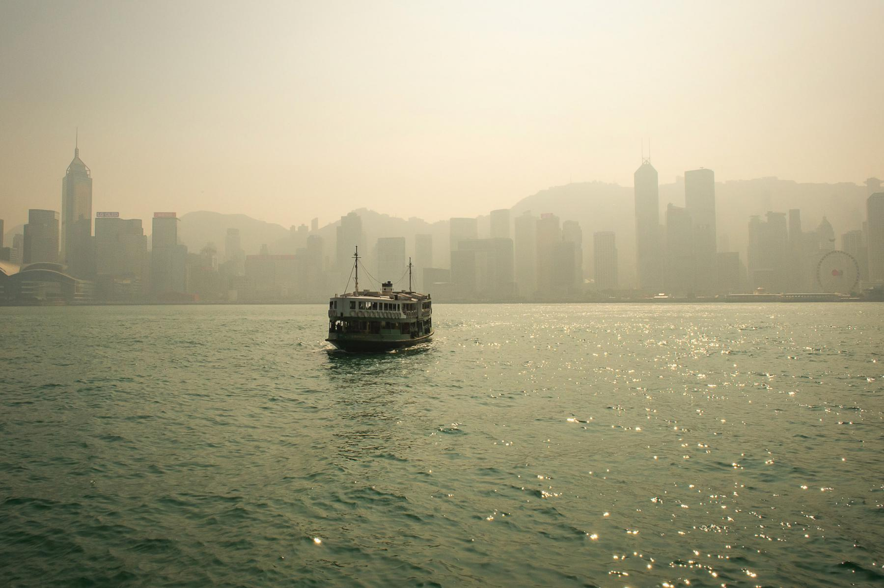 Photo Ferry et smog sur Hong Kong island